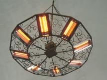 Żyrandol promiennikowy z ornamentem